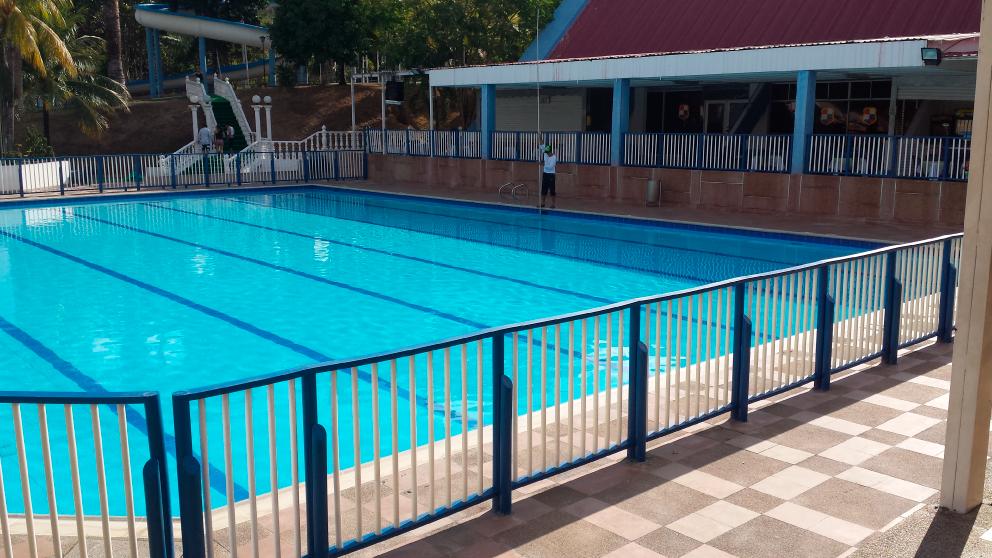 Fotos de piscinas de plastico piscina elevada gre granada grafito redonda with fotos de - Piscina arabial granada precios ...