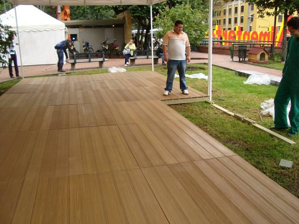 Deck plastico para eventos for Juegos de living para jardin