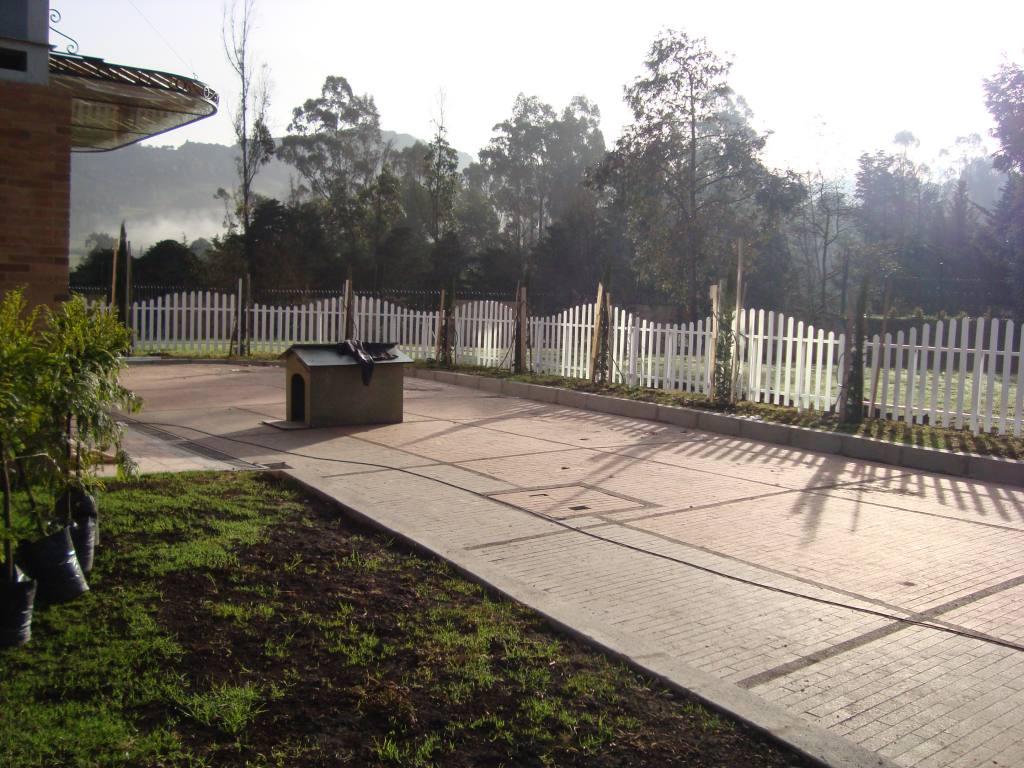 Cerramiento plastico tipo olas decorativo for Cercados jardin