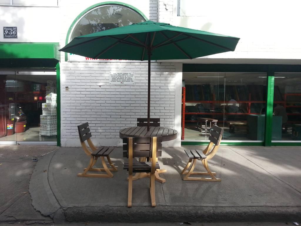 Comedores y salas plasticas para exteriores alrededor de for Comedores exteriores para terrazas