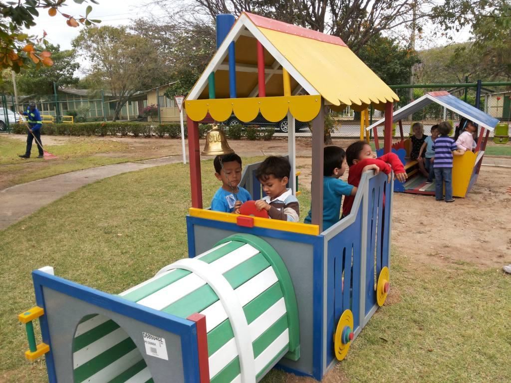 tren-plastico-infantil-interactivo2
